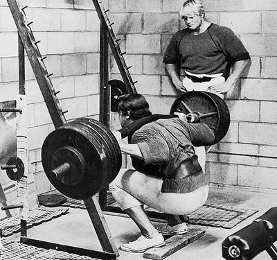 6f5be_ORIG-arnold_squatting_1_